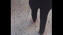 Culona Colombiana caminando