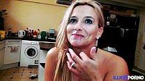 Son mari l'autorise à se faire baiser par un inconnu [Full Video]