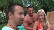 Titus auf Tour - Geile Schlampe am Pool gefickt