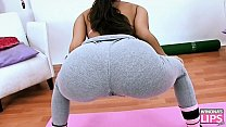 Perfect Teen Brunette Perfect Ass and Cameltoe in Yoga Pants.