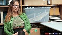 Juicy body teen shoplifter caught stealing a cucumber