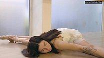 Saule Elastiga super hot flexible babe