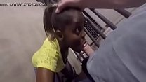 Negra Chupando e Engolindo Porra Diariamente para sobreviver