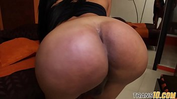 Bootylicious ts latina plays with her asshole